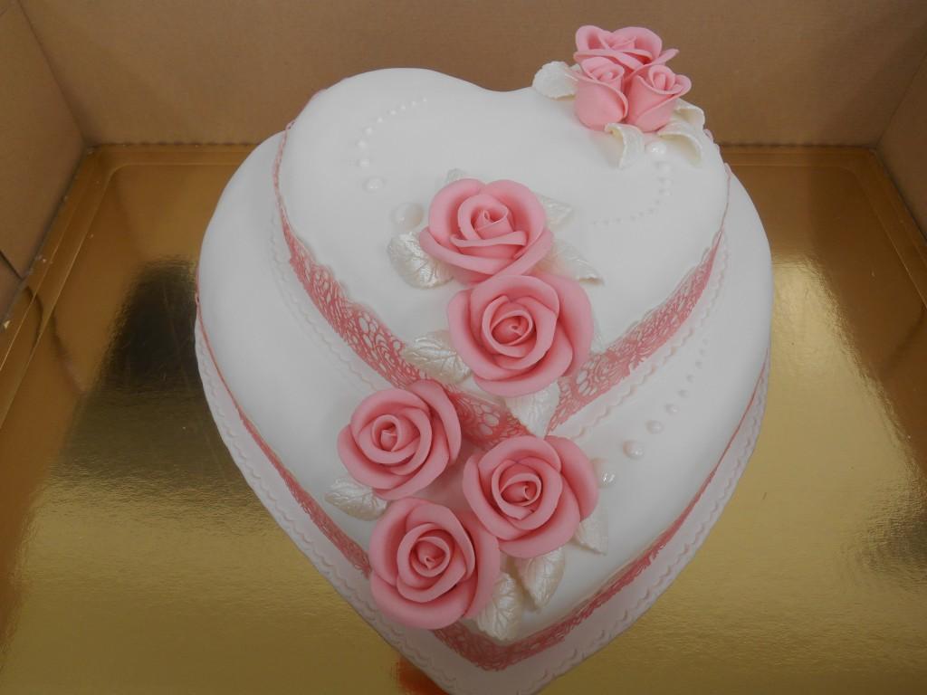 Heart Shape Cake Mmm Family Bakery Castlebarmmm Family Bakery